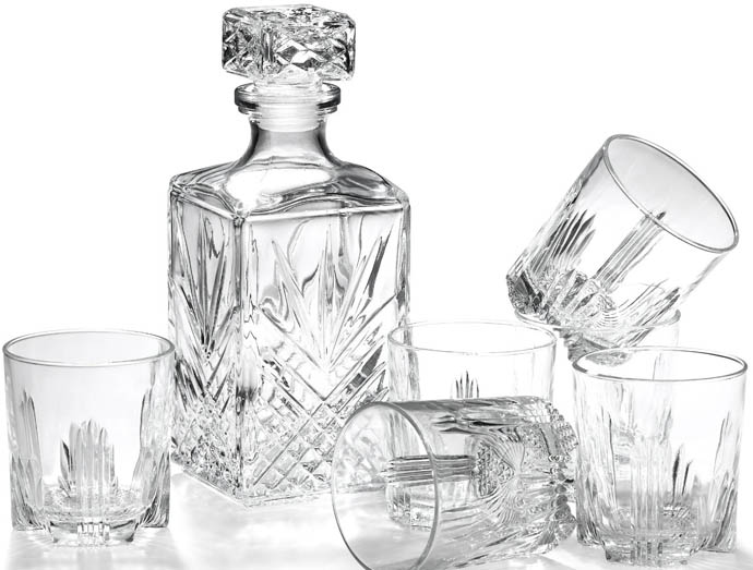 03)Crystal DecanterNo matter how expensive or ho