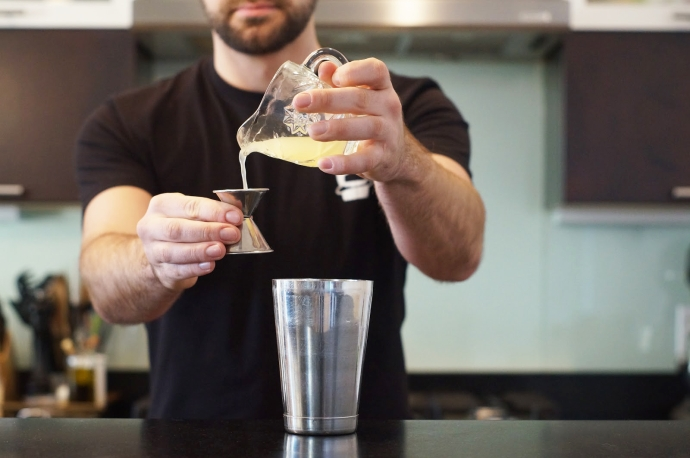 Step 2 of 9: Add 3/4 oz lemon juice